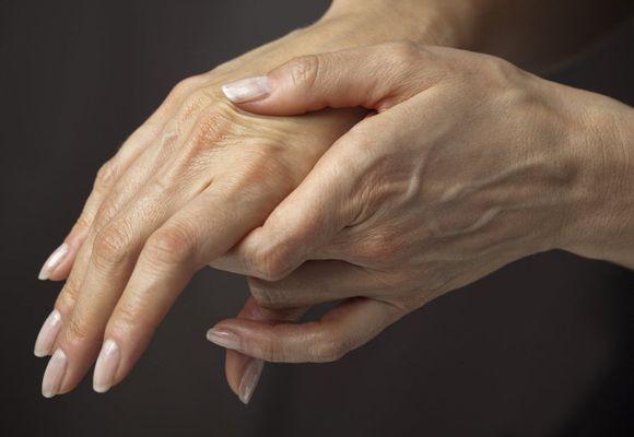 На пальце руки вздулась вена